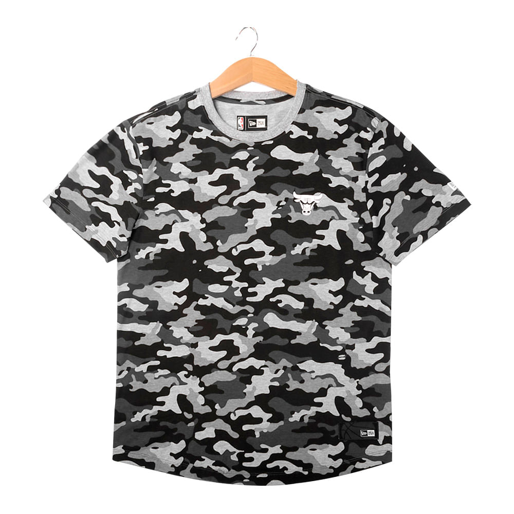 Camiseta-New-Era-Milita-Full-Camo-Chicago-Bulls-Masculina-Preto